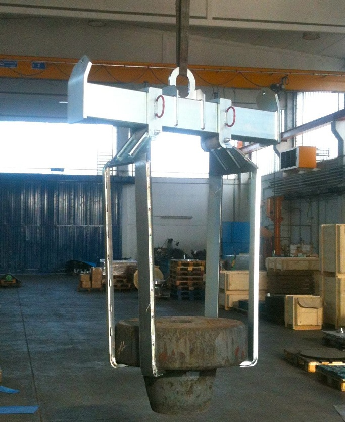 lifting beam adjustable for flanges and rings